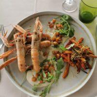 La Poêlée de langoustines et écrevisses flambées, frites de patates douces